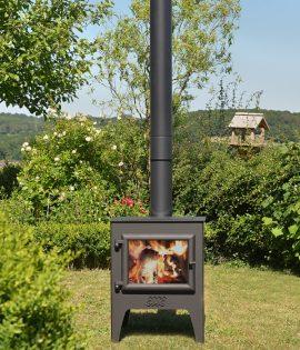 garden stove light in garden setting with birdbox